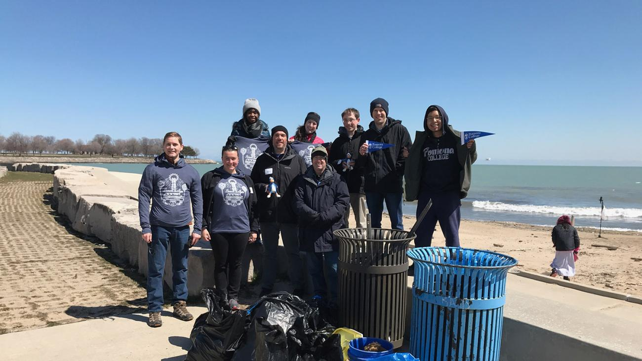 Sagehens making a difference at a beach clean-up in Chicago