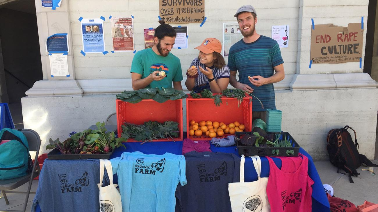 Students sell produce at Farm Stand