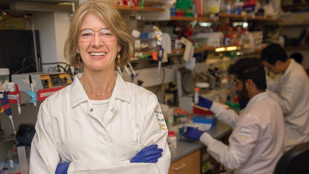 Jennifer Doudna '8 in lab